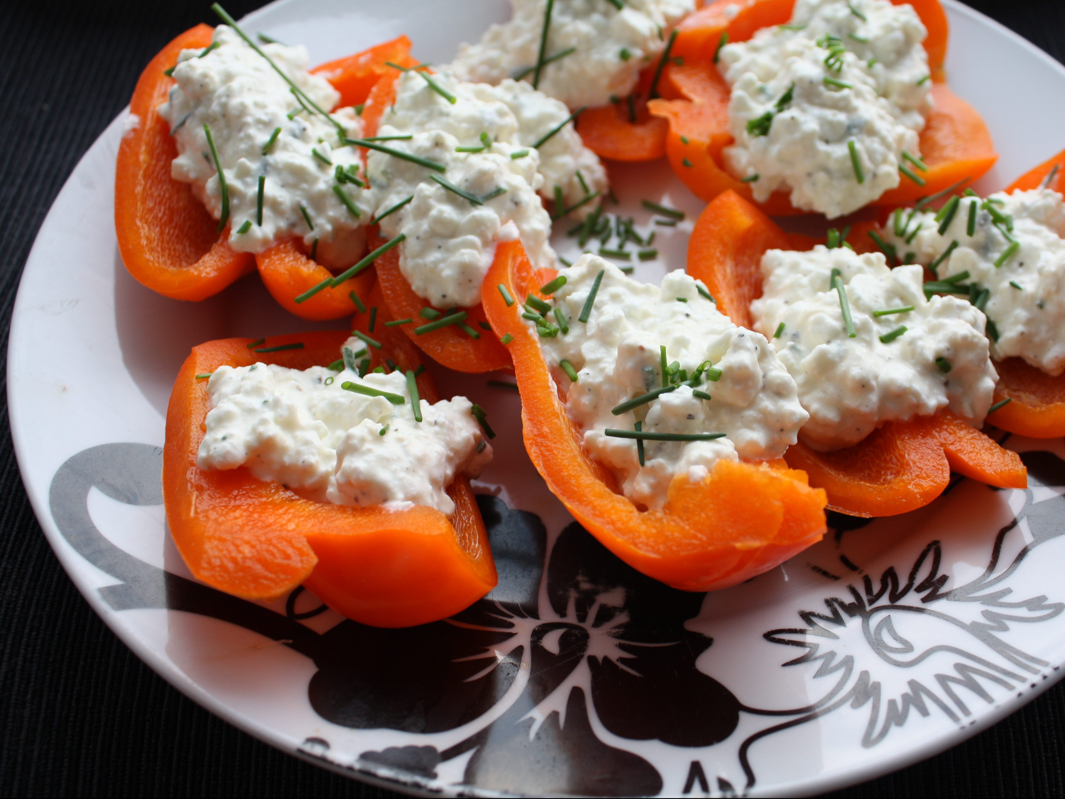 Gluten-free sweet pepper with cottage cheese and herbs