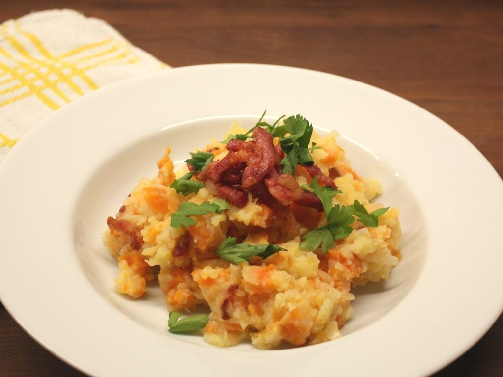 Gluten-free carrot and onion mashed potatoes with bacon