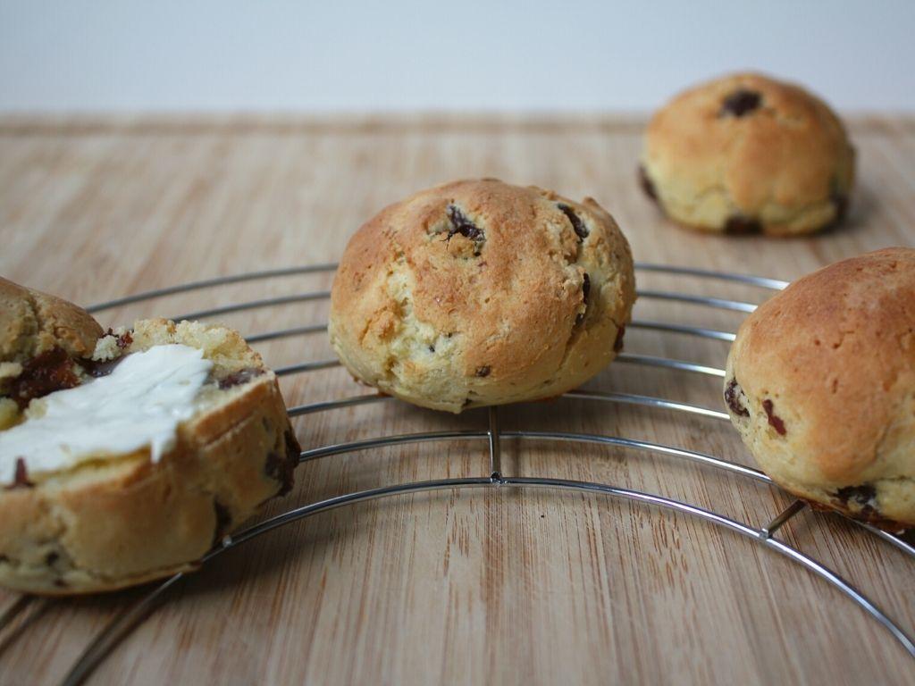 Gluten-free currant buns